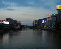 福岡那珂川沿い・中洲地区の夕方前